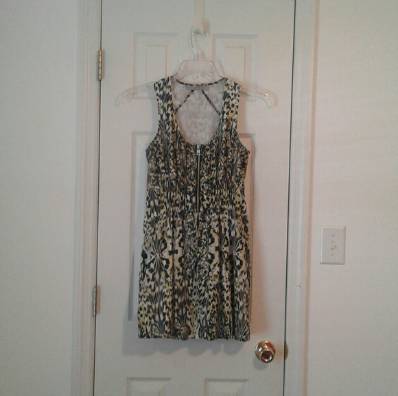 Andrew Marc Dresses & Skirts - Andrew Marc animal print inspired dress w/ pockets